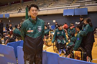 車椅子バスケ試合場の山名さん