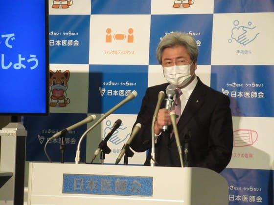 会見に臨む中川会長