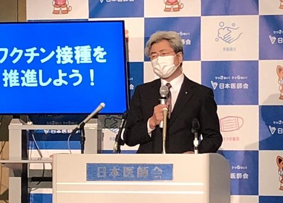 会見する中川会長(16日、日医会館)
