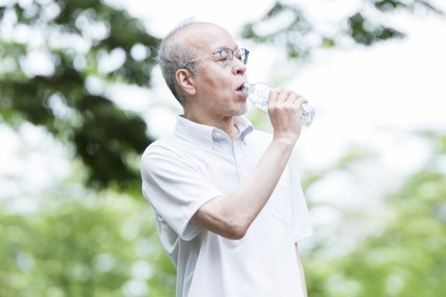 高齢者の脱水症状を防ぐ方法